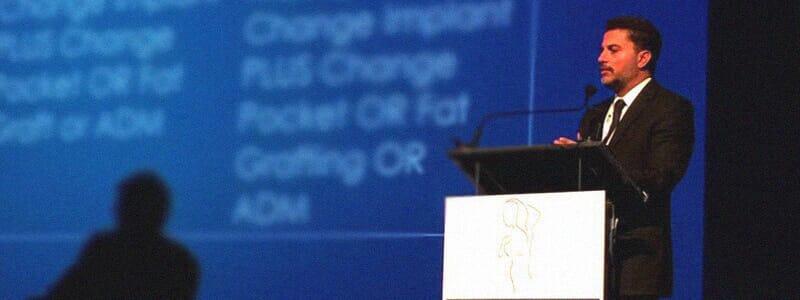 Dr. Evandro Parente palestra em simpósio internacional sobre cirurgia mamária